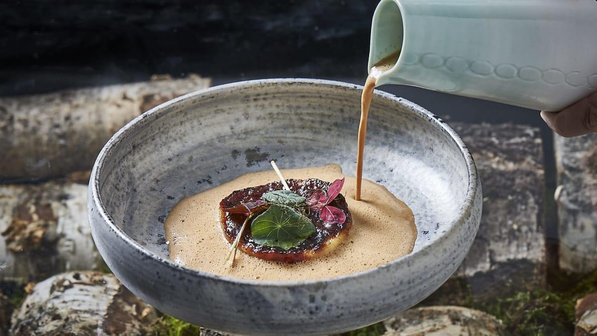 Kremet fiskesaus med cherrytomat og dill