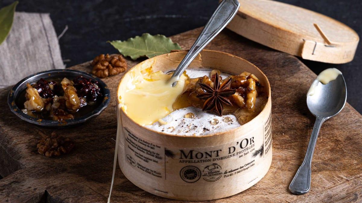 Ovnsbakt Mont d`Or med honningglaserte nøtter