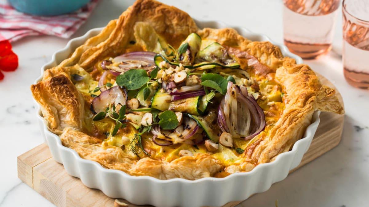 Pai med grillede grønnsaker og brie
