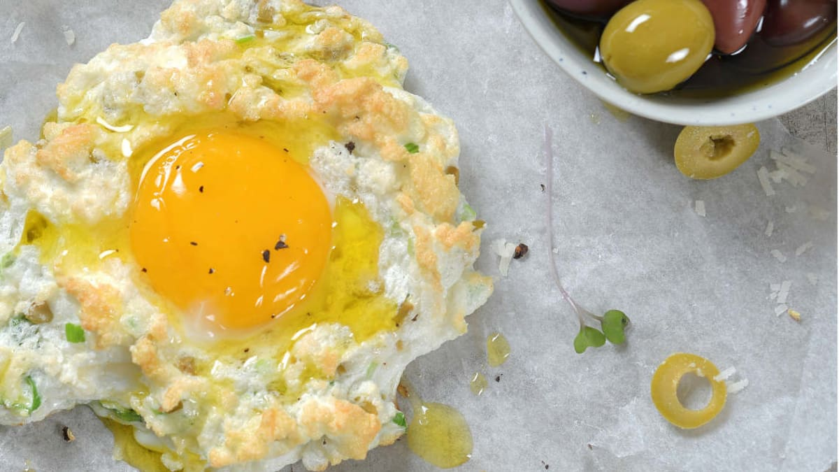 Cloud Eggs med grønne oliven