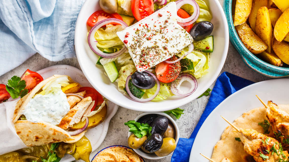 Gresk mat som bringer Hellas til ditt eget kjøkken
