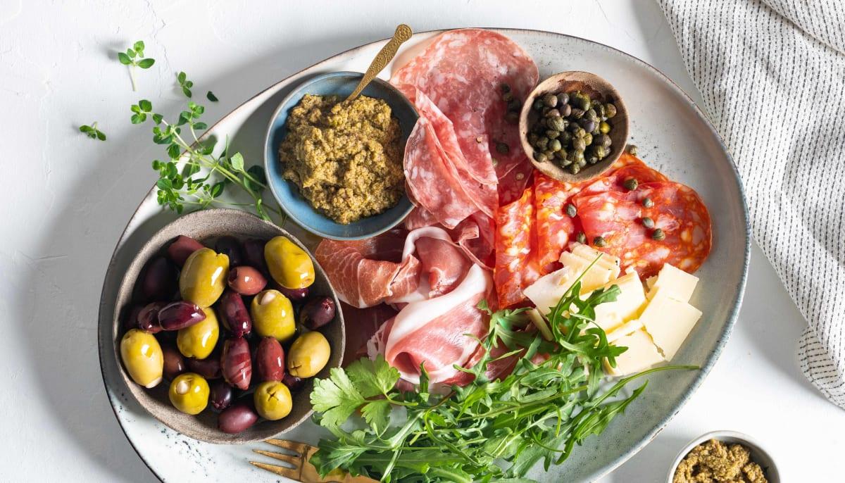 Helgekos med oliven og spekemat