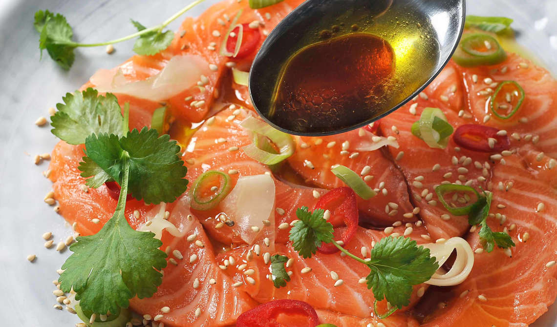 Olivenmarinert laks à la sashimi