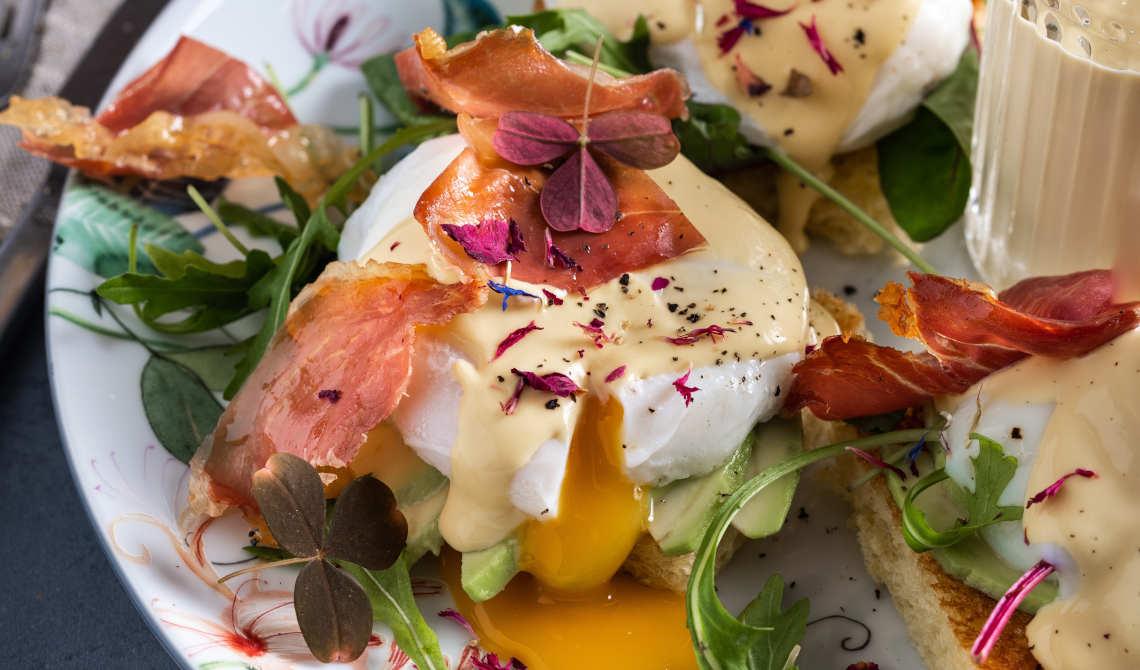 Eggs Benedict med sprø Prosciutto di Parma