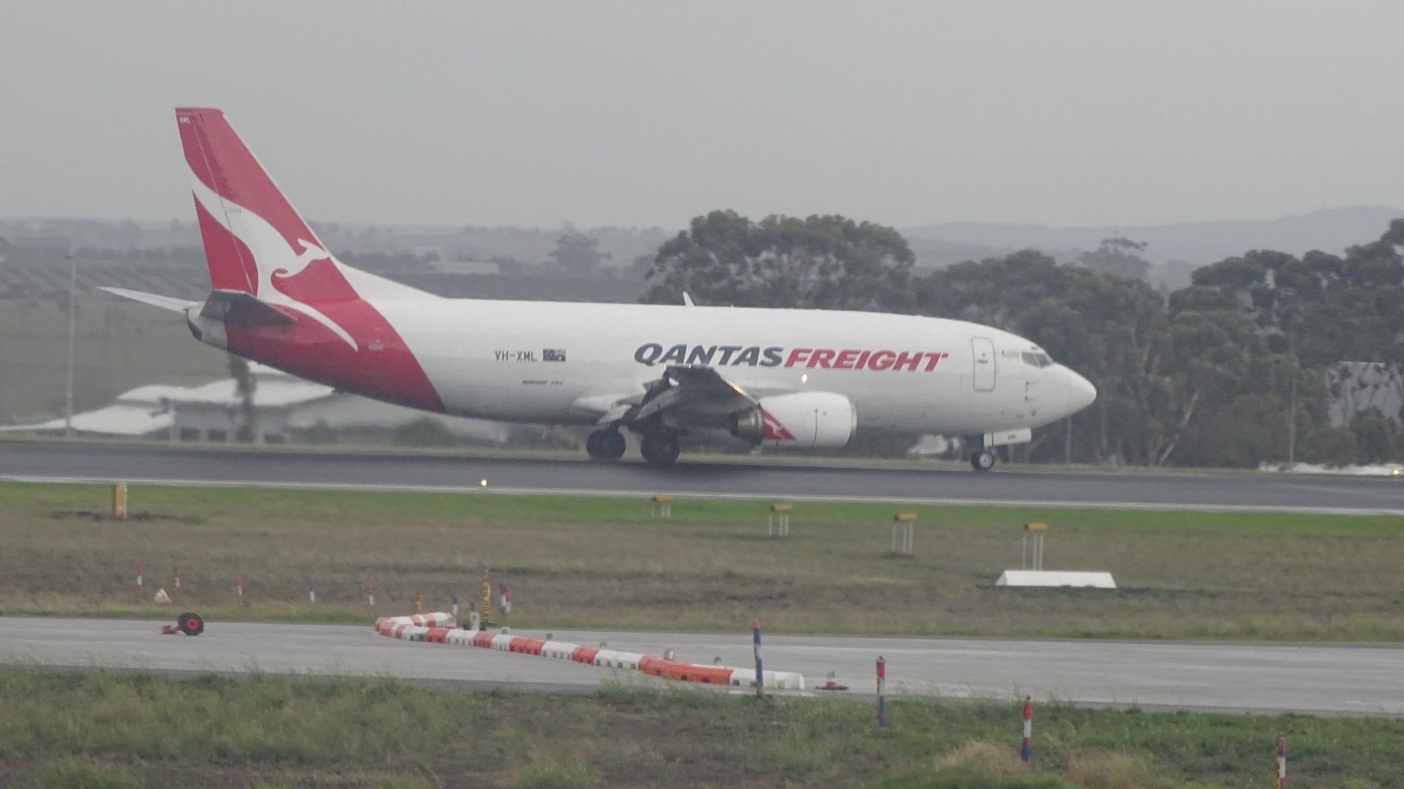 Boeing 737-376(SF)