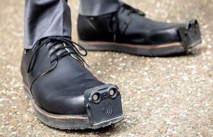 Wow! Canggih! Sepatu Pintar Untuk Tunanetra, Bisa Deteksi Rintangan saat Berjalan