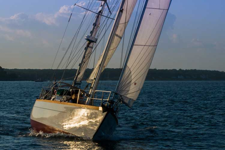 Lyra sailing private charter yacht