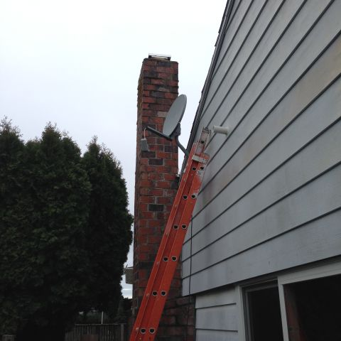 1460609582148_2294_Extension Ladder_1424997289999_NE-Portland-Extension-Ladder-Rental-To-Remove-Satellite-Dish.jpg
