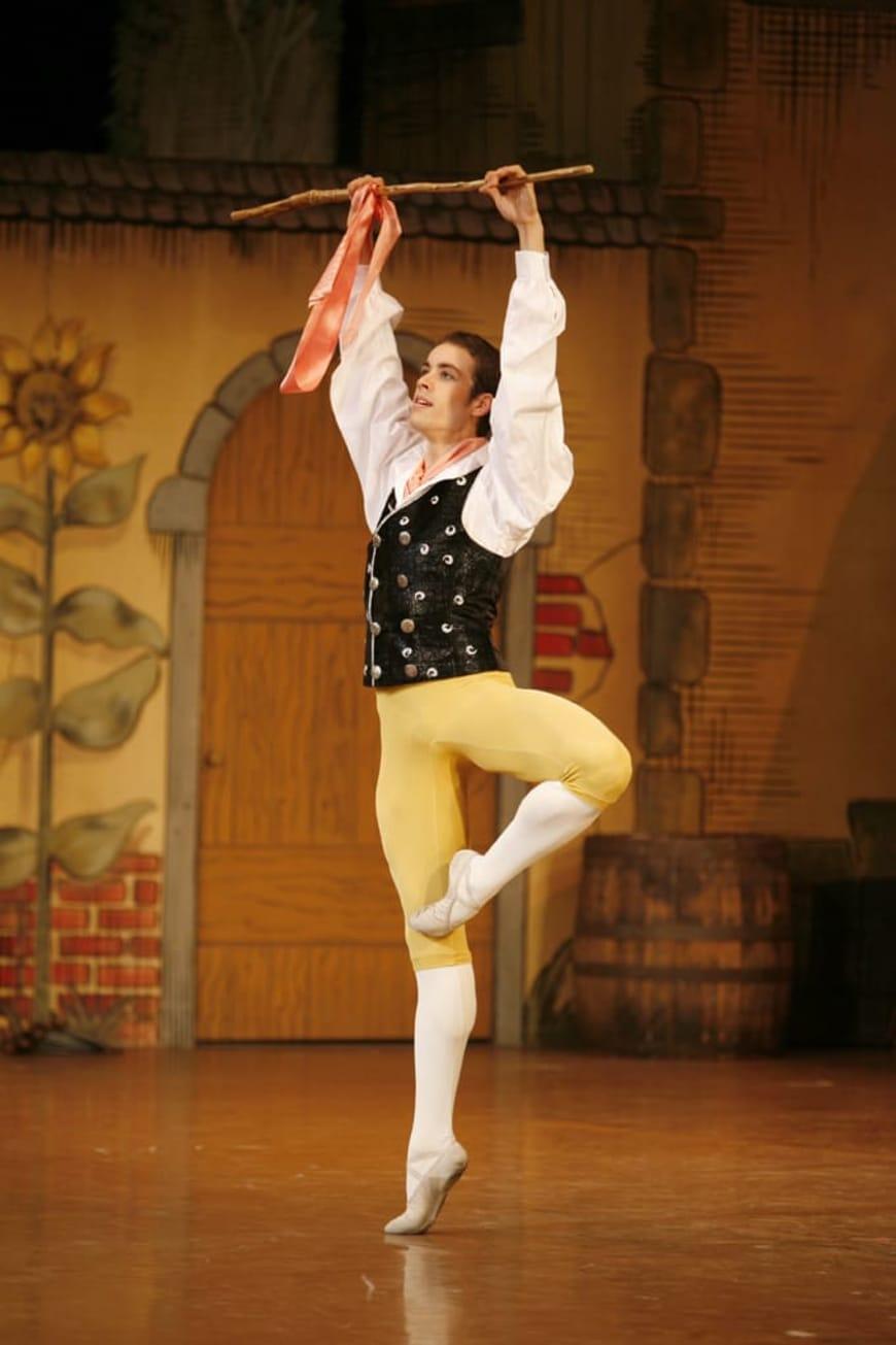 De « la belle silhouette » des costumes de danse pour homme - Opéra ... 158761083be
