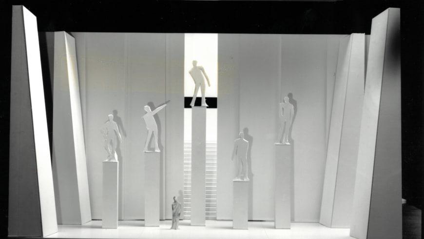 Maquettes de décors de Pierluigi Pizzi (©Christian Leiber) et photos de spectacle associées (© Florian Kleinefenn)