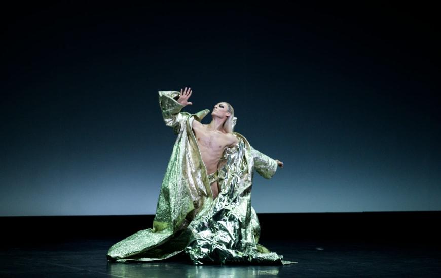 Hugo Marchand dans At The Hawk's Well, Palais Garnier, 2019
