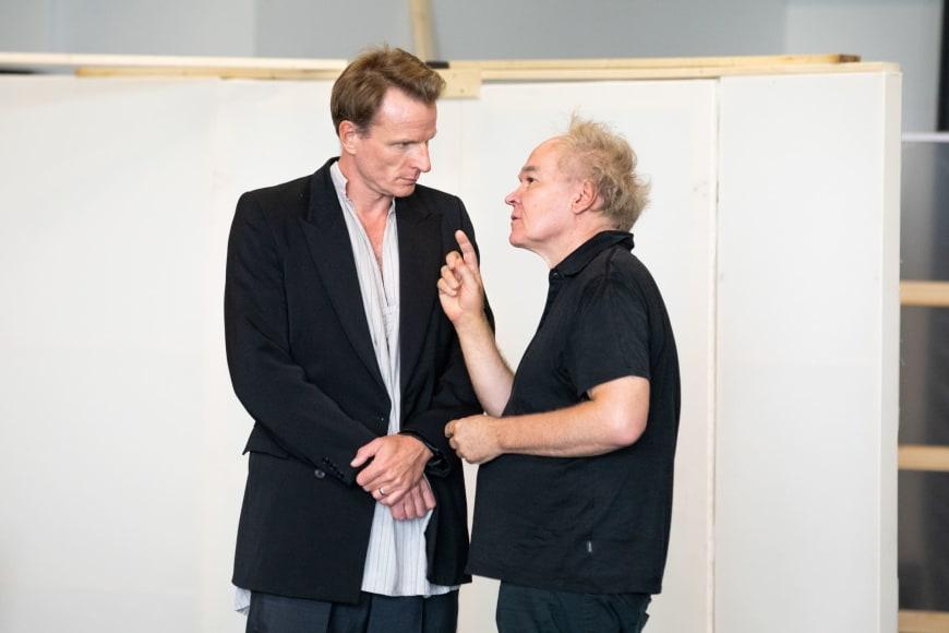 Ivan Ludlow (Antiochus) et Michael Jarrell au cours d'une répétition de « Bérénice »