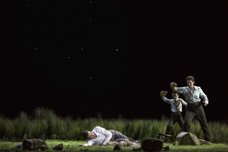 Olivia Vermeulen (Abel), Kristina Hammarström (Caïn) dans Il Primo Omicidio