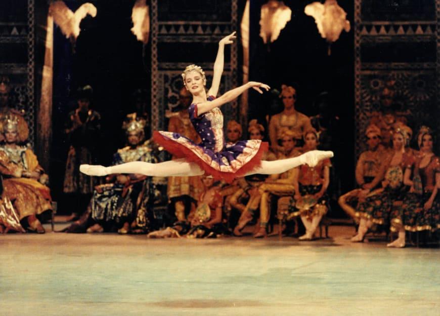 Agnès Letestu (Gamzatti) dans La Bayadère, Opéra Bastille, 1992