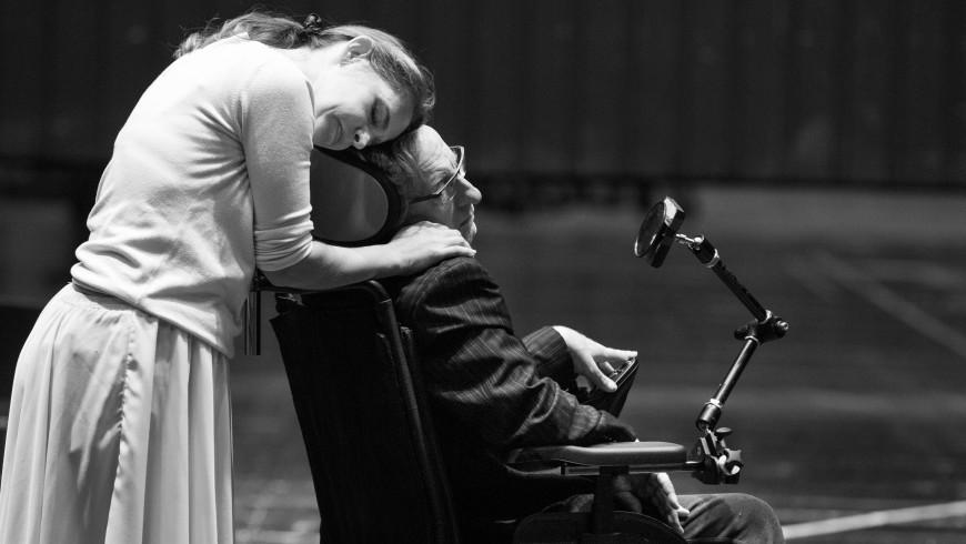 Sophie Koch (Marguerite), Dominique Mercy (Stephen Hawking)