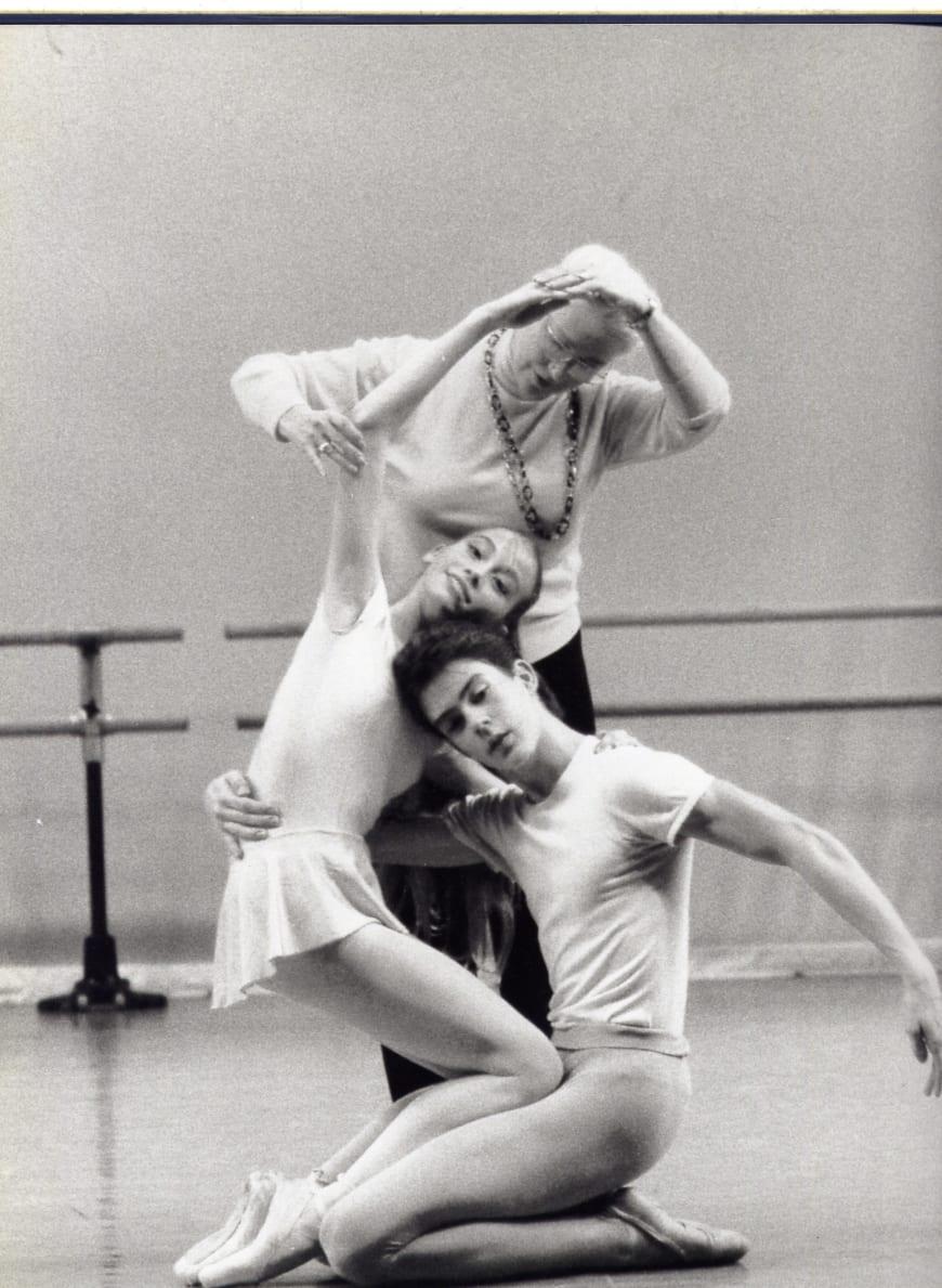 L'École de danse: En répétition de Daphnis et Chloé (George Skibine) avec Claude Bessy et Nicolas Paul, à l'École de danse