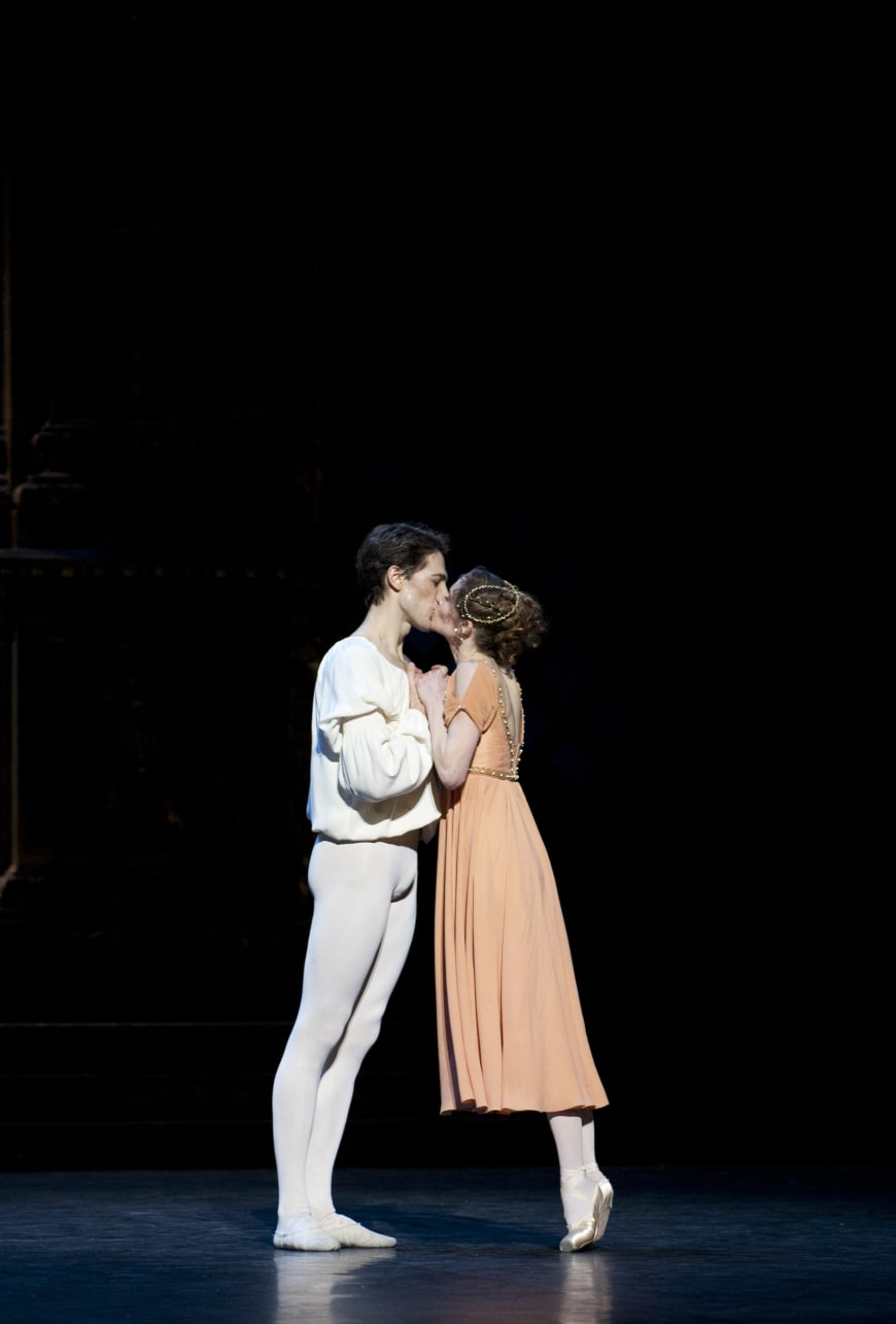 Laëtitia Pujol et Mathieu Ganio dans Roméo et Juliette