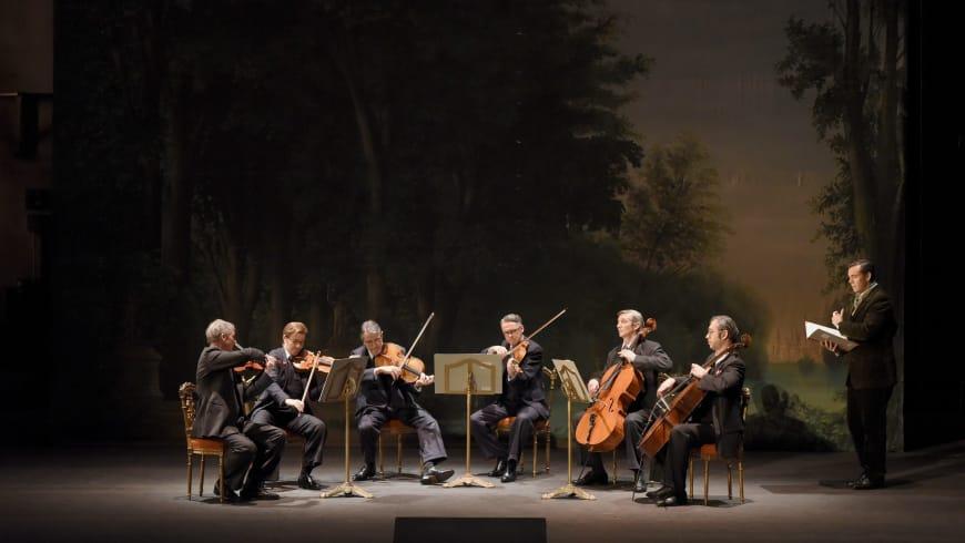 Les musiciens du sextuor et Benjamin Bernheim (Flamand)
