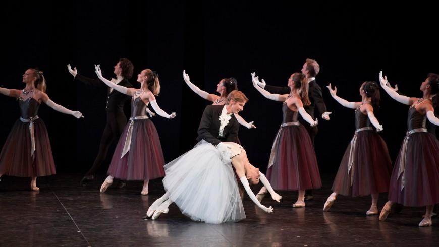 Ludmila Pagliero et Karl Paquette dans La Valse, Balanchine, Palais Garnier, 2017