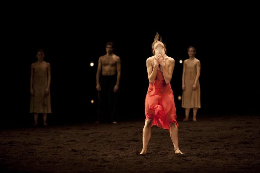 Eleonora Abbagnato dans le rôle de l'Élue, Opéra de Paris, 2010