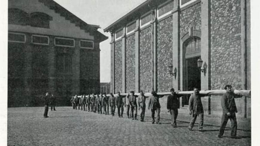 Transport de la toile de Giselle aux ateliers Berthier en 1905
