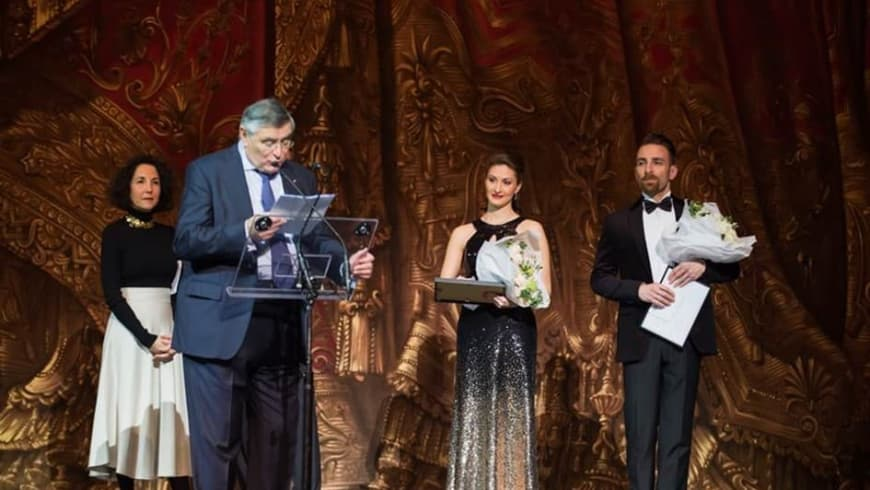AROP President Jean-Louis Beffa presents the Prix Lyrique to prizewinners Olga Seliverstova and Pietro di Bianco