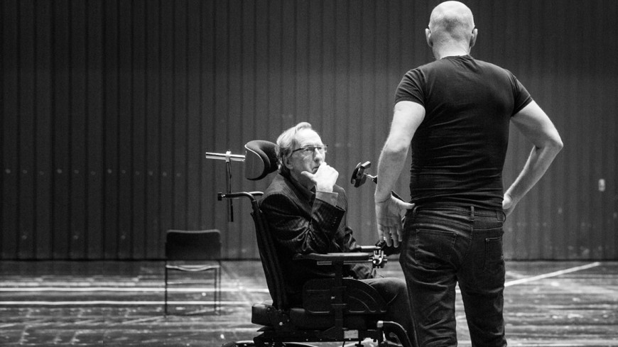 Dominique Mercy (Stephen Hawking), Alvis Hermanis (mise en scène)