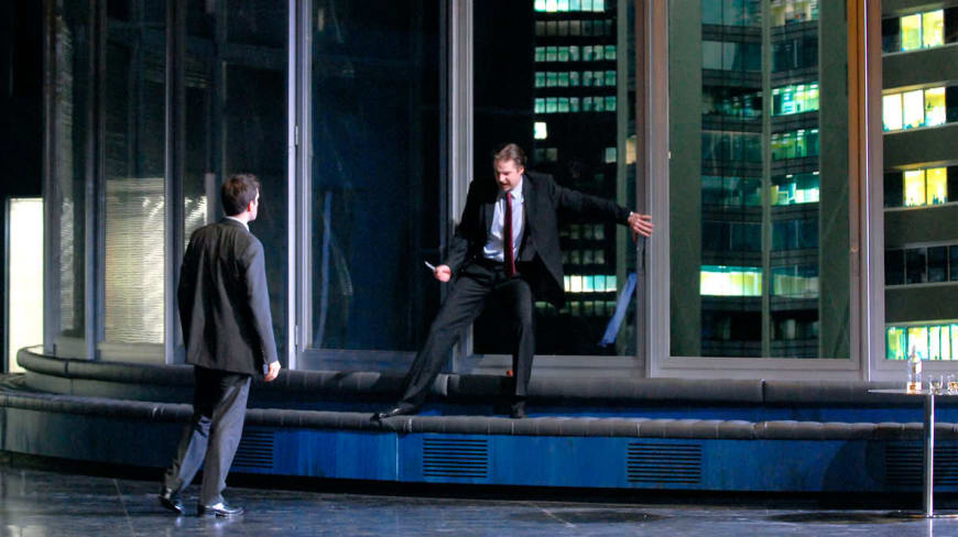 Don Giovanni (Peter Mattei) au bord du gouffre face à Leporello (Luca Pisaroni)
