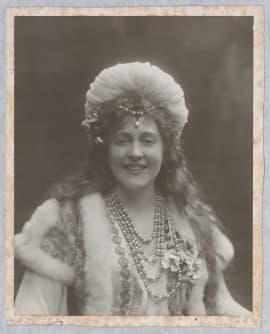 Jeanne Lindsay dans le rôle de Constance pour la première de