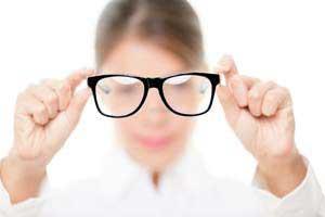 vivre sans lunettes grâce à la chirurgie réfractive