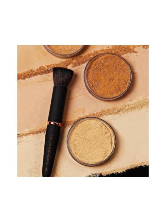 Youngblood - Luxe Powder Buffing Brush -tiivis meikkivoidesivellin 1kpl   Stockmann - photo 2
