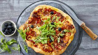 pizzamed peperoni og oliven