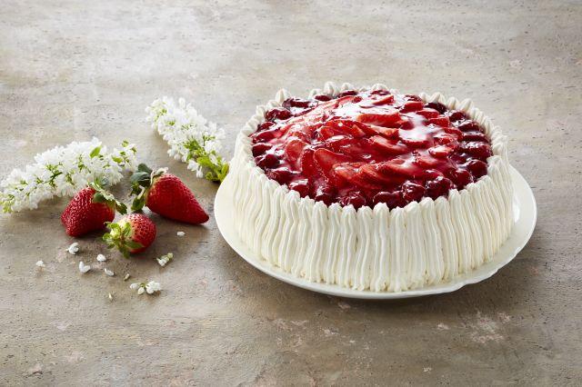 Romkake med jordbærlokk