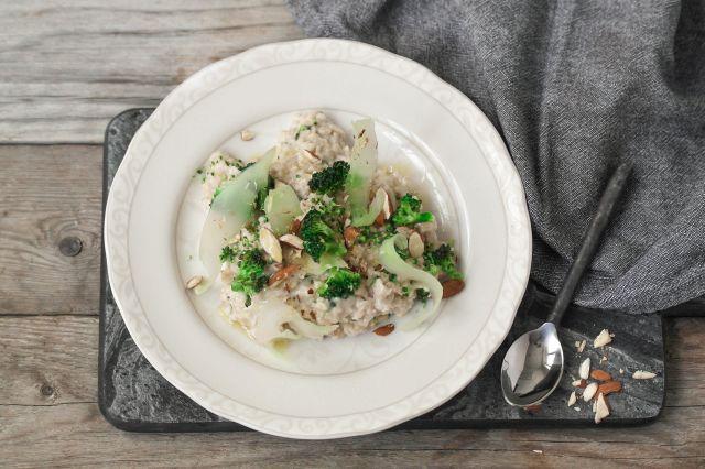 havregrøt med brokkoli og mandler