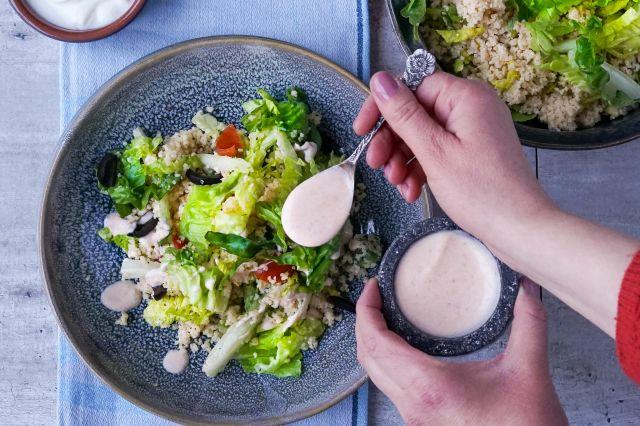 Hjertesalat med bulgur, gresk yoghurt og oliven