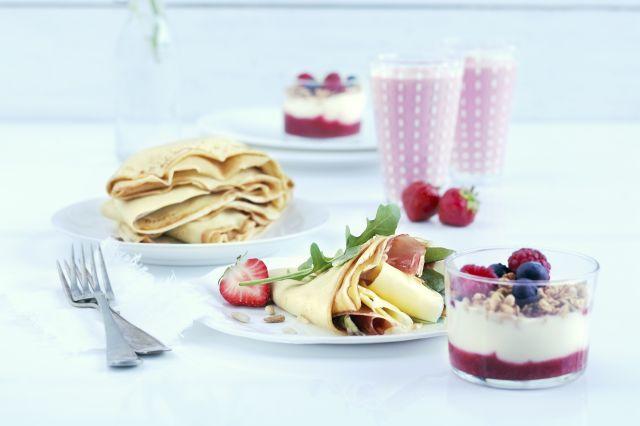 Frokost med pannekaker, frokostblanding og smoothie