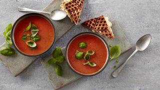 tomatsuppe med basilikum