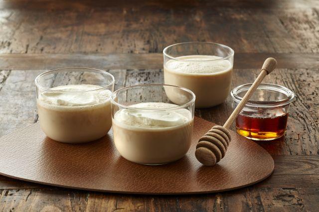 Varm melk med honning eller karamell