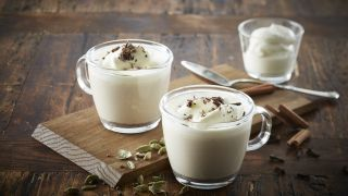 Varm melk med julekrydder