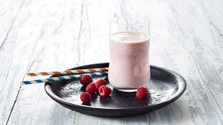 Smaksatt melk med bringebær