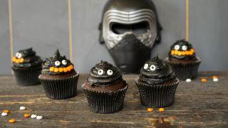 Muffins med halloweendekorasjon