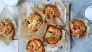muffins med oliven og chevre
