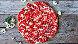 pai med jordbær og vaniljekrem