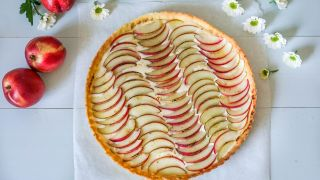 pai med vaniljekrem og frukt