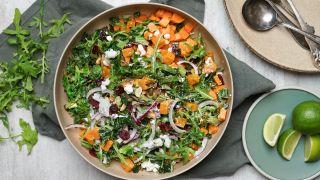 Salat med bakt søtpotet og cottage cheese