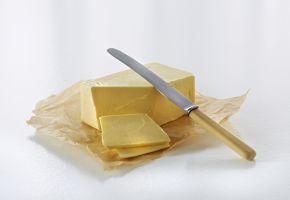 Pakke med smør og kniv