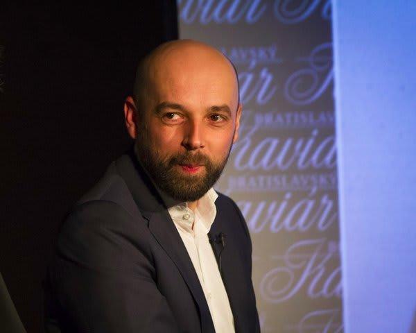 Tomáš Hudák (Silné reči, Na facku, Svet Tomáš Hudáka), Bratislavský Kaviár