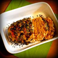 pastel de carne de atún con costra de semillas de calabaza