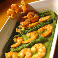 Prawns with asparagus cream