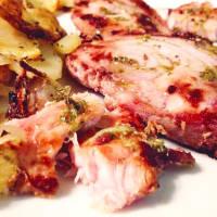Salmoriglio pez espada y patatas cocidas al horno sabrosas
